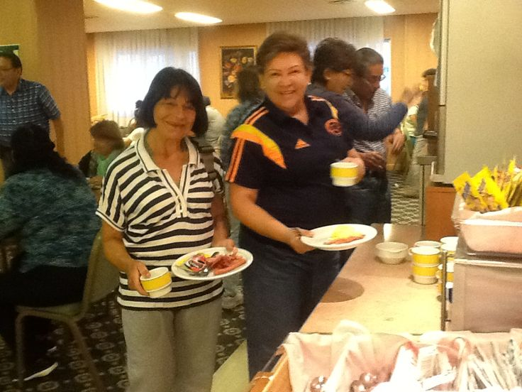 Durante los 17 dias que estuvimos en Europa los hoteles nos dieron bufette al desayuno, excelente.