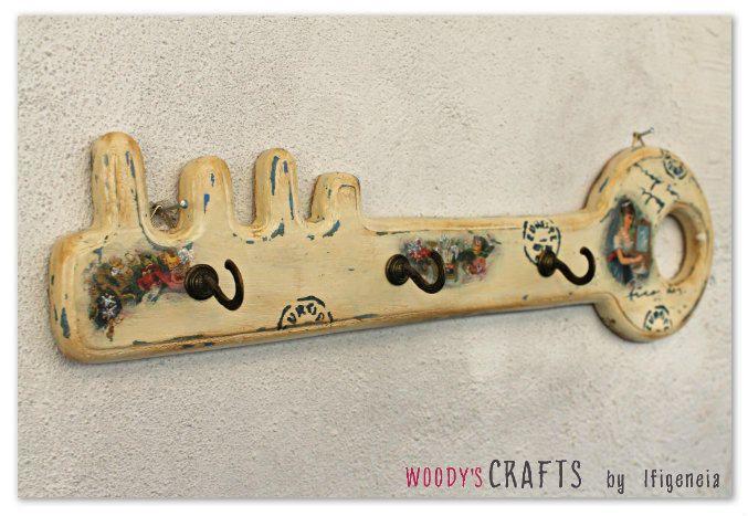 Χειροποίητη διακοσμητική κρεμάστρα-κλειδοθήκη για την οργάνωση και αποθήκευση των κλειδιών του σπιτιού μας | Τεχνικές ζωγραφικής: #decoupage,παλαίωση,stencil μοτίβα | Κατασκευή: @woodysgr