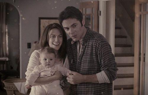 Twilight - Bis(s) zum Morgengrauen – Twilight Serie Wiki, Bella als Baby und ihre Eltern.png