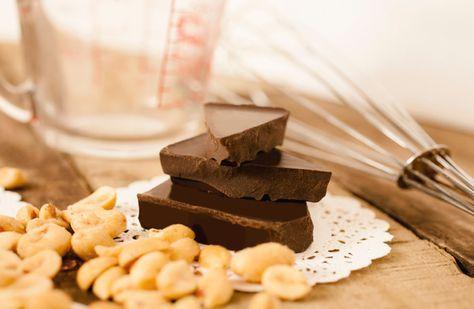 Nyttigt godis och nyttiga snacks utan socker och mjöl, det behöver inte alls vara tråkigt! Här är fem goda och enkla recept på nyttigt godis med bland annat choklad, dadlar, nötter och lakrits. Varför inte byta ut julgodiset, påskgodiset eller lördagsgodiset mot nyttigare alternativ? Så gott!