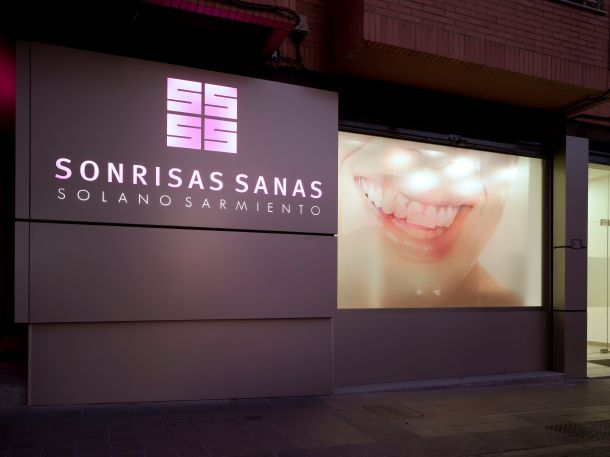 Clínica dental Sonrisas Sanas de Vicente Vidal Estudio (1)