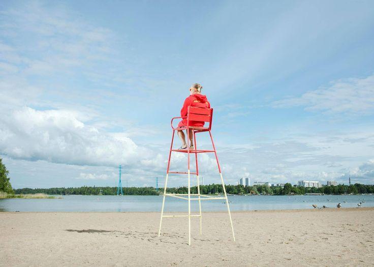Akseli Valmunen: Yksinäinen pelastaja aamuisella rannalla http://www.hs.fi/kaupunki/art-2000005267166.html