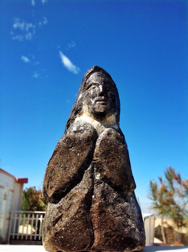 """Come lava al sole """"Io Vivo"""". #termoli #giannifanoscultore #spiaggiapanfilo #arte"""