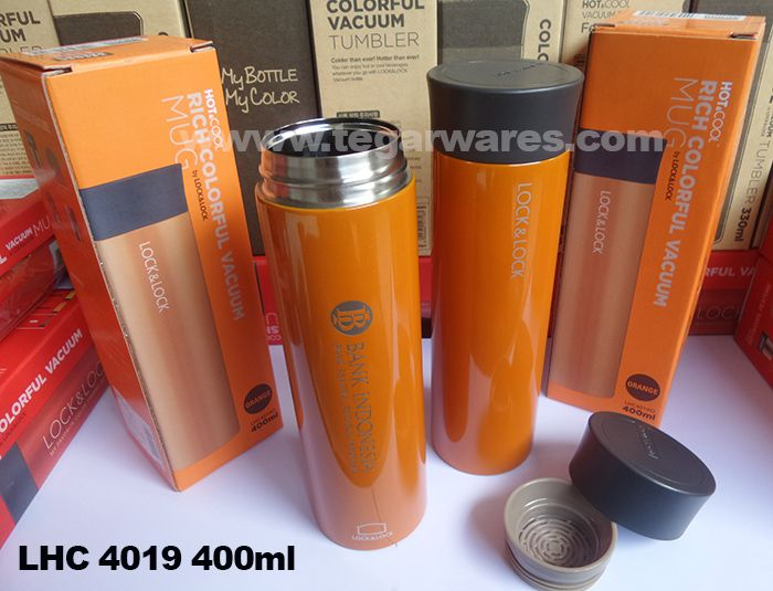 A Lock & Lock Stainless Steel tumbler LHC4019 capacity 400ml. Tegarwares as the main distributor Lock & Lock for souvenirs and souvenir continuously earn the trust of Bank Indonesia Central or branch offices to procure exclusive souvenirs banking, whether it is for internal use or for use as souvenirs to give to bank members, the good cooperation can also applied to other banking networks such as ATM Bersama network or IB Organization of Islamic Banking and Financial Services Authority.