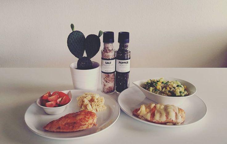 https://www.instagram.com/p/BI79kDxjOPc/ Aftensmad i det lille hjem💕. Kylling og bulgursalat.  #aftensmad #kylling #bulgursalat  #grønt #fit #fitmom #fitfam #fitfood #food #sundhed #sundmad #sund #nicolasvahé #kaktus #morogdatter #getfit #fitgirl #vægttab #❤ kyckling parmesan gratinerad, bulgur sallad