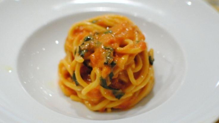 Spaghetti al pomodoro ricetta originale con ingredienti dosi e consigli.