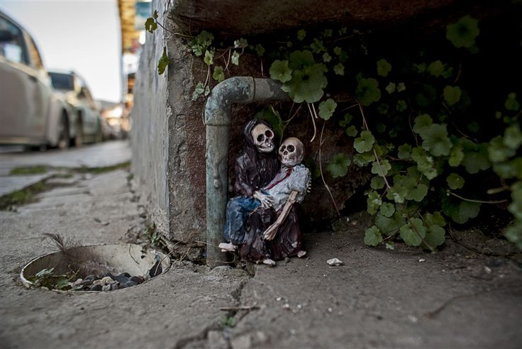 Arte callejero en forma de miniaturas de cemento | OLDSKULL.NET