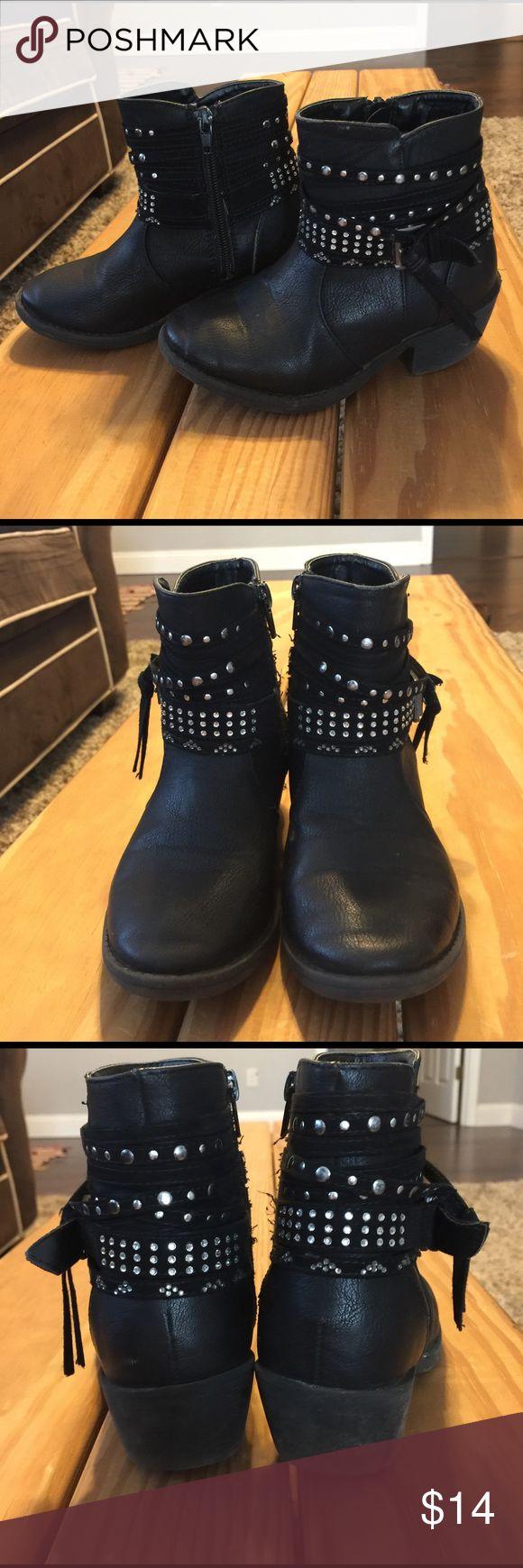 Girls black biker boots. Sz 12 💜 Cute. Lots. Very little wear. Great shape. Super cute. 🎀Bundle and save 20%🎀 Shoes Boots