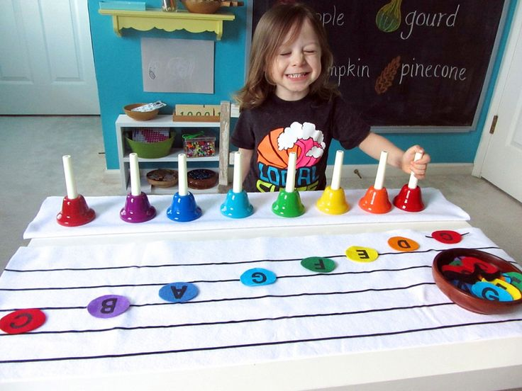 Preschool Handbells: New-Sew Felt Musical Notes and Printables ~ What a fantastic way to learn to read music.