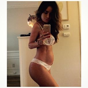 This Pregnant Model Is So Insanely Fit She Has Pregnancy Abs - Check out this freak.