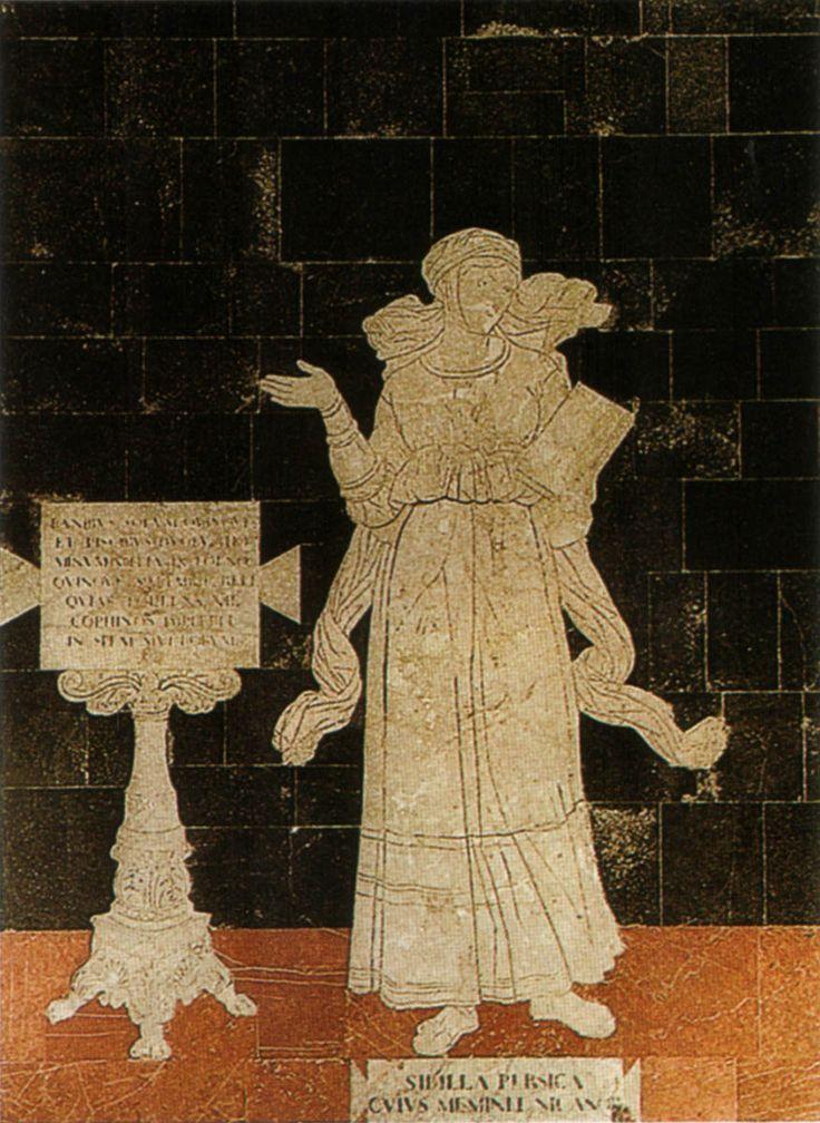 """Pavimento del Duomo di Siena - Navata destra - Sibilla Persica (orientale) - 1483 - Disegno di Benvenuto di Giovanni (attr.) Riporta l'iscrizione: """"Con cinque pani e due pesci soddisferà la fame di cinquemila uomini sull'erba. Raccogliendo gli avanzi riempirà dodici ceste per la speranza di molti"""" - Foto di Sailko su Wikimedia Commons - #Siena #DuomoDiSiena #PavimentoDelDuomoDiSiena"""