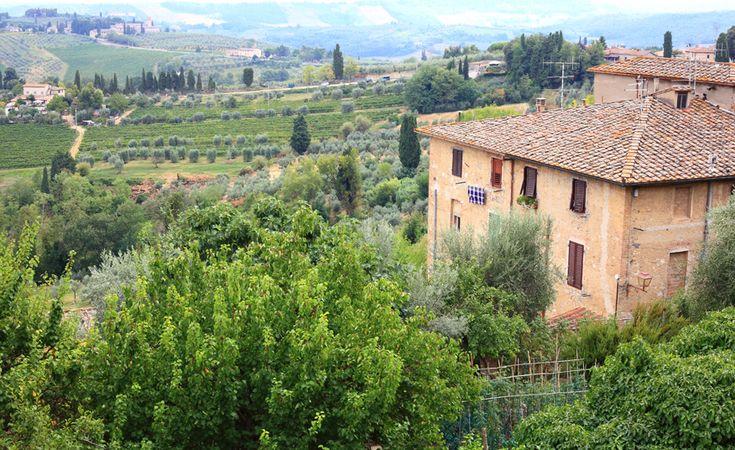 Z murów San Gimignano rozciągają się piękne widoki.