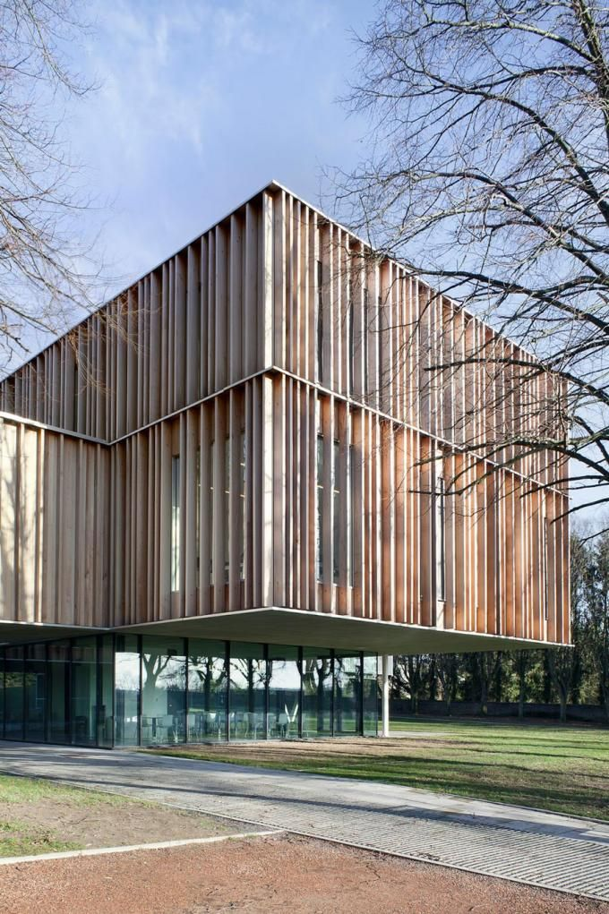 Town Hall, 94 Montigny le Tilleul by V+. Photography © Jean Luc Deru. Click above to see larger image.