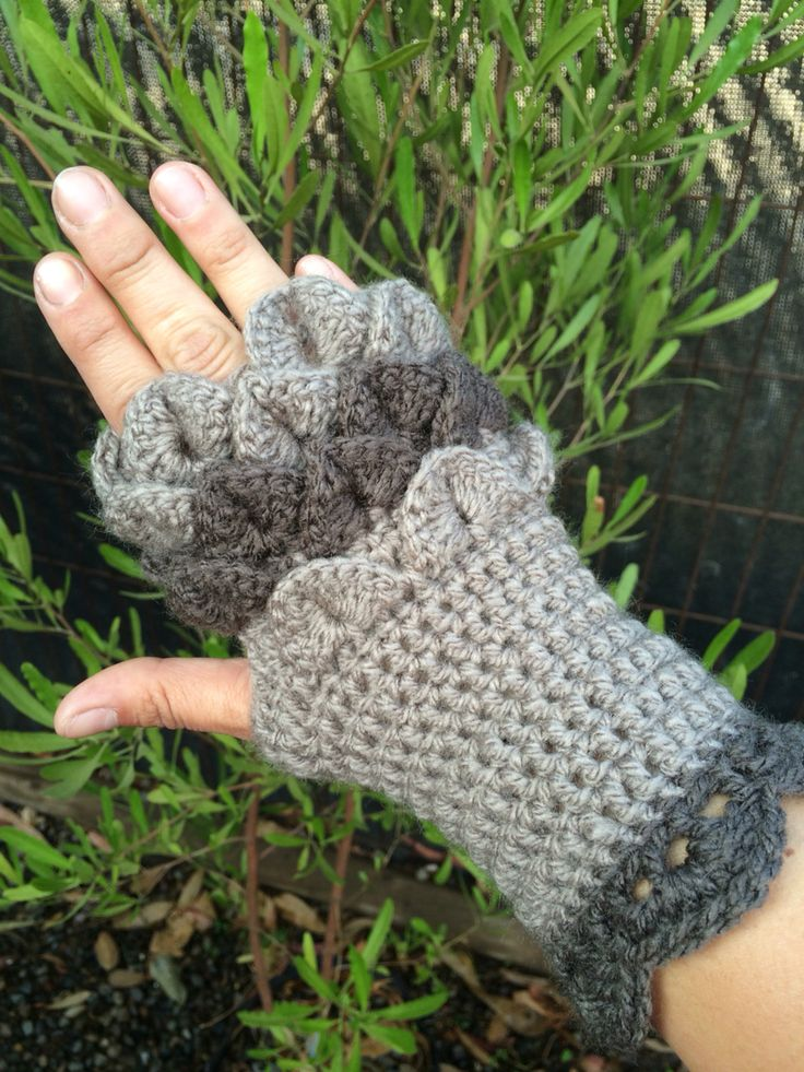 Guantes sin dedo #crochet en punto cocodrilo by Maureen Robeson