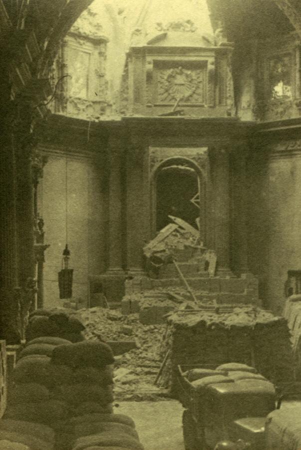 Bombardeo en la iglesia de Santa Catalina durante la Guerra Civil. Valencia
