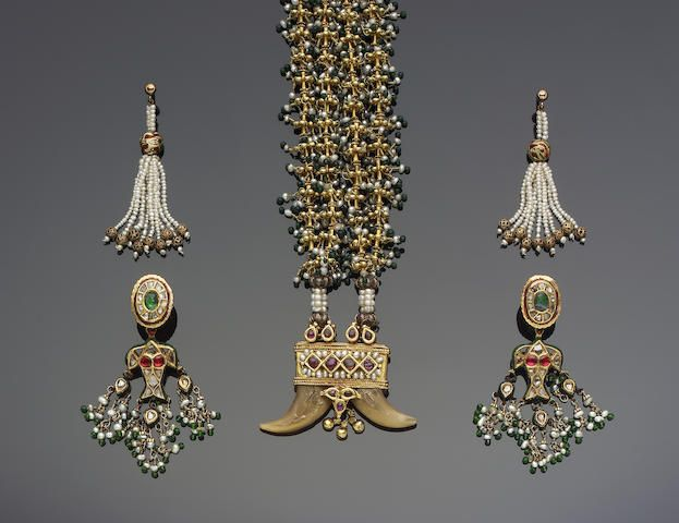 A gem-set and pearl Tiger's Tooth Necklace India, 19th Century