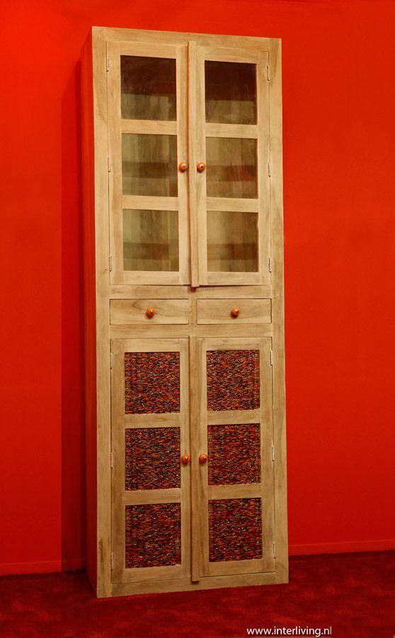 """4 deurs kast met glas en rood oranje  armbandjes of """"Indian bangles"""" mozaïek panelen - 200 cm hoog.   www.interliving.nl"""