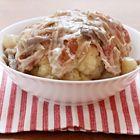 oofdgerechtvleeshollands ingrediënten 1 eetlepel boter 2 rode uien, gehalveerd en in dunne plakjes 4 teentjes knoflook 200 ml slagroom 1 kle...