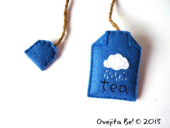 Punto de libro, bolsita de té de fieltro, día de lluvia de Ovejita Be! https://www.etsy.com/listing/120684809/felt-teabag-bookmark-rainy-day-in-blue?ref=v1_other_2