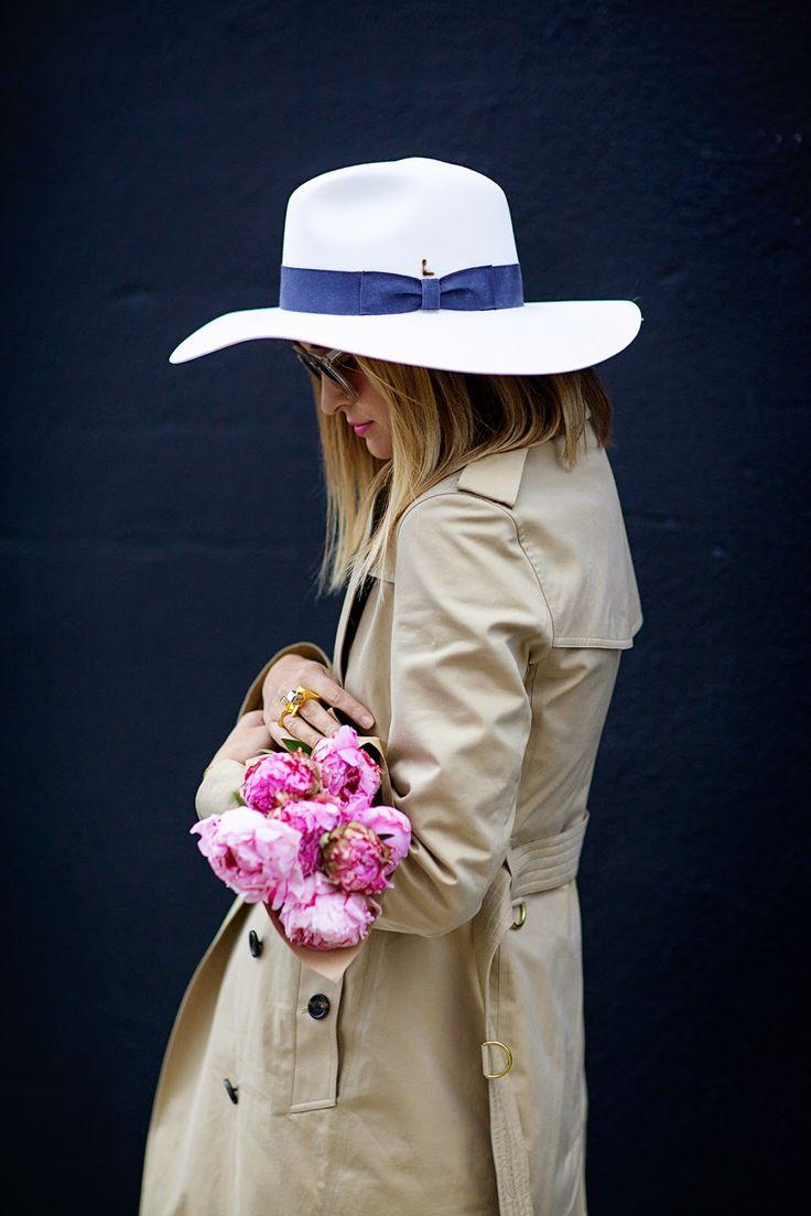 chapéu com fita azul