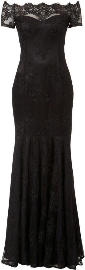 Svart hellång klänning, fast med lång ärm och utan spets upptill..  v ringad