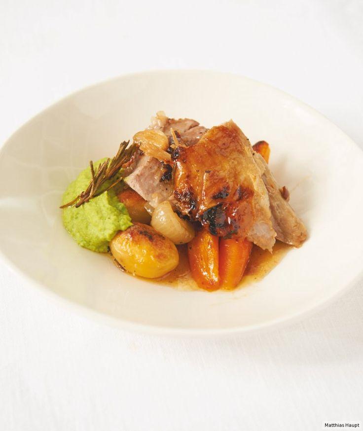 Rezept für Lammschulter mit Röstgemüse und Erbsenpüree bei Essen und Trinken. Und weitere Rezepte in den Kategorien Gemüse, Gewürze, Kartoffeln, Kräuter, Lamm, Milch + Milchprodukte, Hauptspeise, Braten (Fleisch), Backen, Einfach, Raffiniert, Hülsenfrüchte.