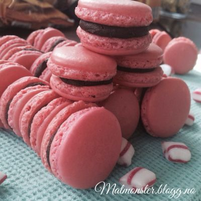 Makroner med sjokolade ganache og karamellsaus <3