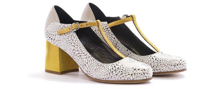 Delia la scarpa in pelle grigio-giallo. Scoprila nel colore bianco-blu!