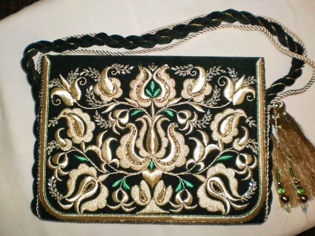 Women's handbag in Late-Ottoman style (recent production).  Adorned with goldwork embroidery (technique: 'sarma' / 'Maraş işi').
