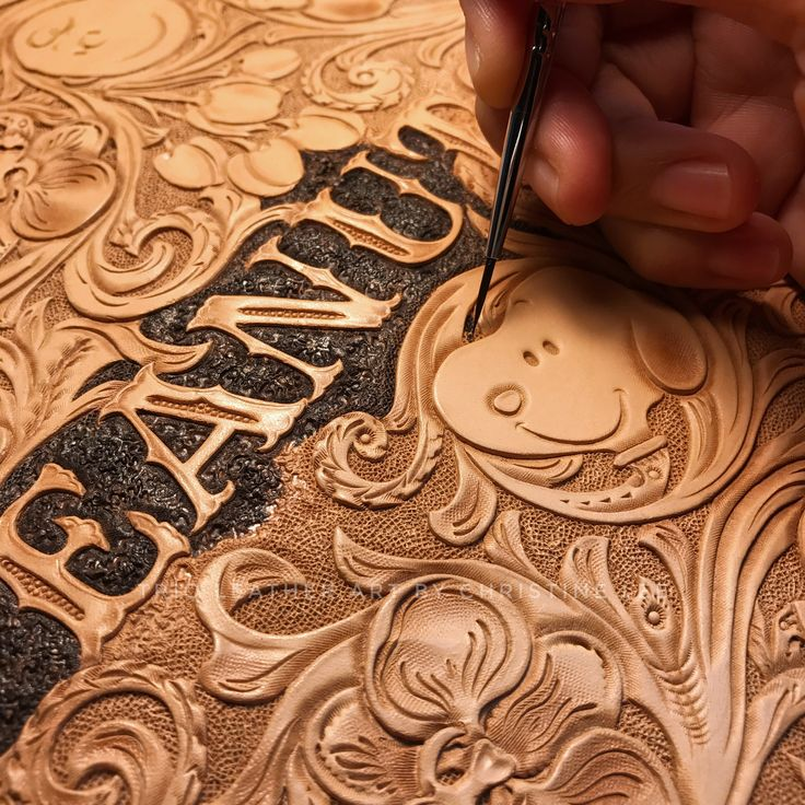 "蘭花系列Snoopy 掛鐘 The Orchid Series of Snoopy Wall Clock ""Leather Clock"" New Design ""Orchid No.2"" #leatherorchiddesigns #leatherorchid #orchid #orchids #蘭花 #trioleatherart #dinnidworkshop #workshop #handmade #hongkong #leathercraft #leathertooling #leathercarving #leathercraft #皮雕 #皮雕工藝 #皮 #皮革 #仨革藝 #clock"