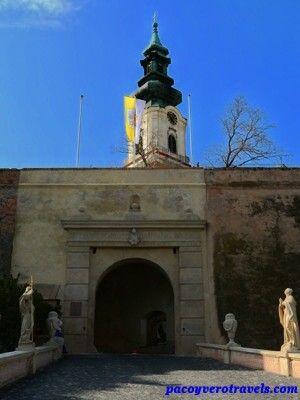 Entrada al castillo de Nitra #eslovaquia http://www.pacoyverotravels.com/2014/07/que-ver-nitra-ciudad-mas-antigua-eslovaquia.html