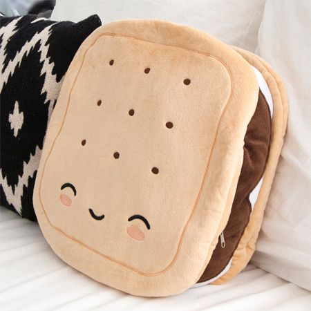 S'mores Pillow Warmer - Always Room for S'mores. Make these your new warming pillow companions.<p>Smores-shaped oversized plush heated pillow-Soft Plush Fabric<br>-Large oversized