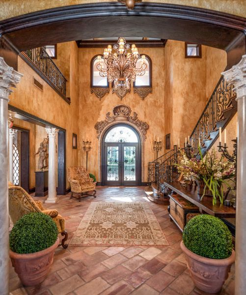 Love the wall finishes, chandelier and the overall Tuscan feel!                                                                                                                                                     More