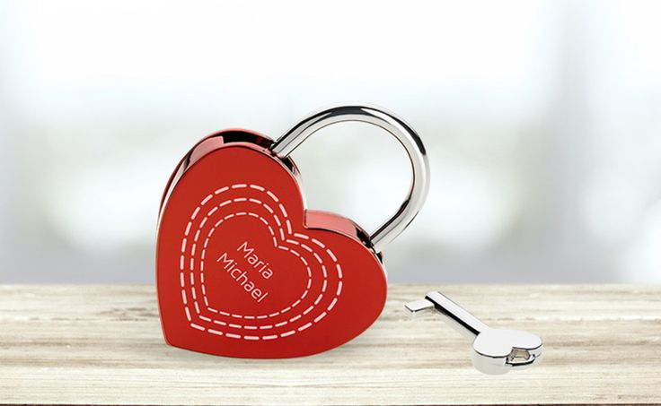 Perfekt als #Geschenk zum #Valentinstag: Gestalte Dein individuelles #Liebesschloss und überrasche Deinen Partner auf besonders romantische Art und Weise.
