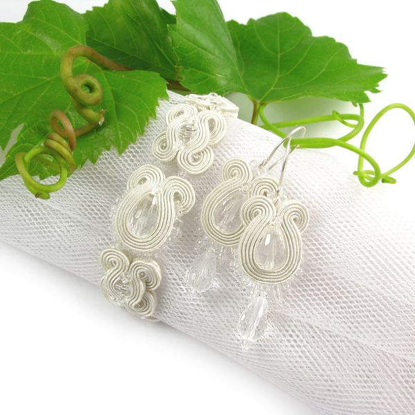 #bridalEarrings #bride #embroidery #crystals #pebbles #ivory #set #wedding www.pillowdesign.pl