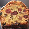 Et voilà la 1ère recette de l'année. THE RECETTE !!!! Je me suis dis, mais comment faire un cake aux fruits qui se rapprochent le plus,...