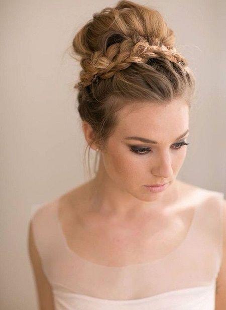 peinados para boda moño alto