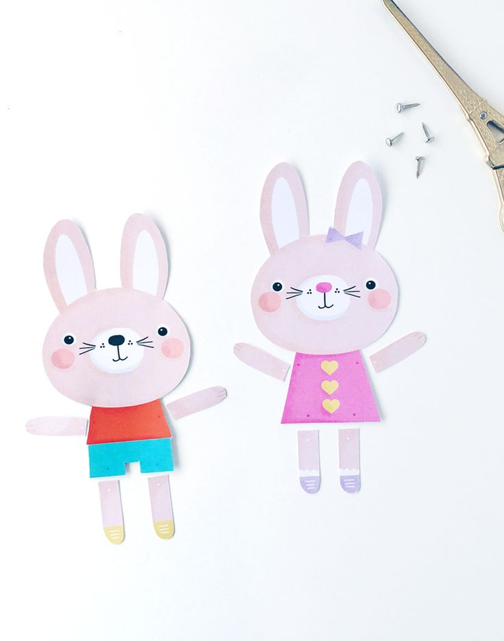 Make these cute Easter bunnies via hellohappystudio.com