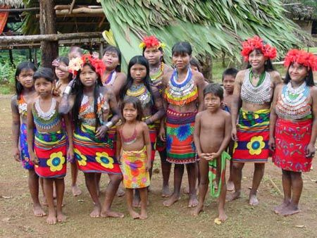 Colombia Info : actu Ingrid Betancourt - Colombia: ICRC assists indigenous population displaced by violence Native American Girls, Native American Beauty, Kuna Yala, Colombian Culture, Amazon Tribe, Indigenous Tribes, Tribal People, Indian Tribes, Tribal Fashion