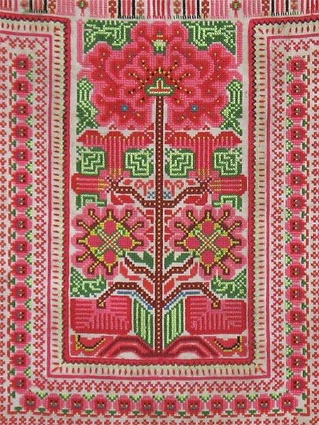 Hmong ApronHmong Clothing, Hmong Aprons, Hmong Miao Aprons, Hmong Embroidery, Gorgeous Textiles, Crosses Stich4, Bordados Encaje, Hmong Inspiration, Hmong Culture