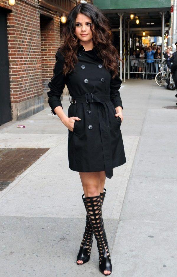 Usar o casaco fechado fazendo as vezes de um vestido é a escolha perfeita quando o objetivo é um look sexy no inverno. E para evitar acidentes e um possível resultado vulgar, basta que você use sob…
