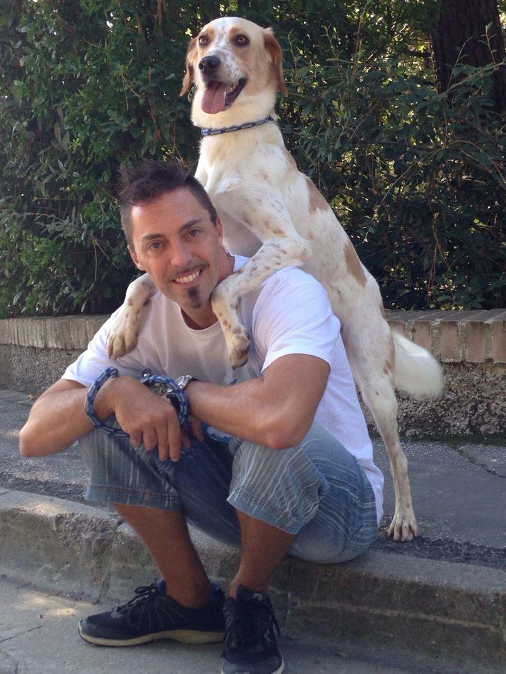 'Associazione Squadra 4 Zampe cerca volontari attivi nella zona di MILANO. L'attività del volontario di Squadra 4 Zampe si svolge principalmente presso il rifugio dove i nostri cani sono ospiti .Il volontario in rifugio fa passeggiare i cani, li spazzola, li coccola, interagisce con loro e controlla il loro benessere psicofisico, tutto ciò con l'obbiettivo di preparare il cane all'adozione. Diventa anche tu parte attiva della Squadra! Info: Cristina Nera Responsabile dei volontari 3356237347