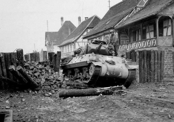 САУ M10 «Уолверайн» 645-го батальона истребителей танков на улицах Лембаха