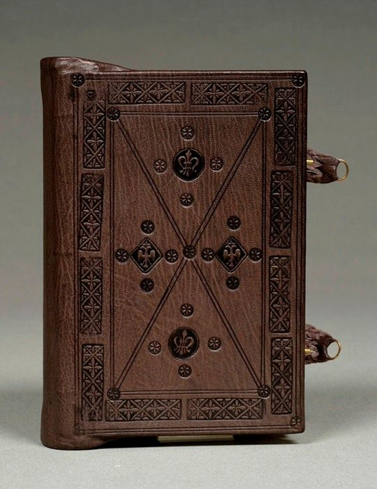 Byzantine Binding Model by Anna Embree. Brown goat skin over cedar boards. Blind tooling, brass clasps, raised sewn endbands. 2005.