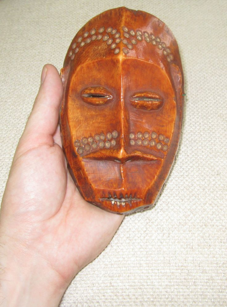 Sleeper of the month: an ivory Lega mask (D.R. Congo)