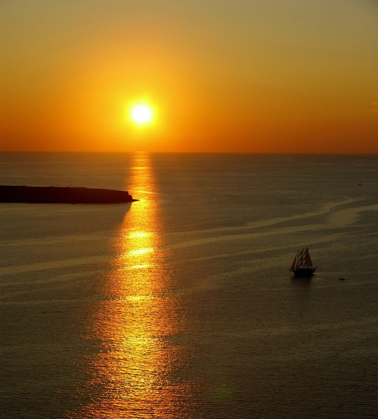 #Boat #Cruise around #Caldera with an amazing #Sunset..!