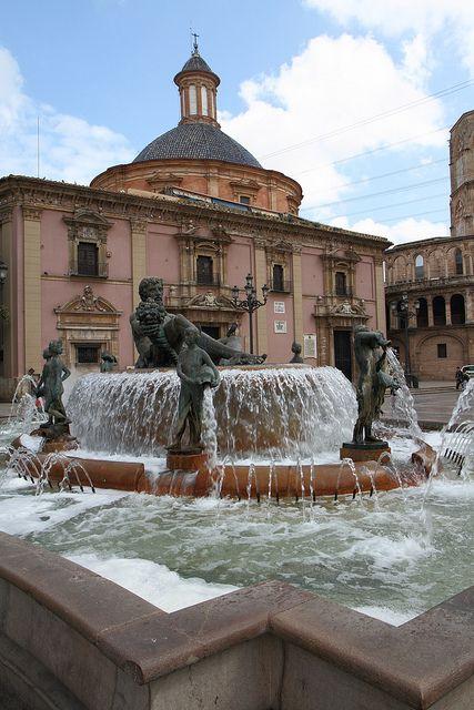 Fuente de la plaza de la Virgen, Valencia (Spain)