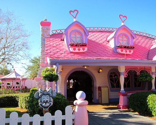 Minnie's House~ Toon Town i remember going through here and getting her autograph.  too bad it had to make way for other things, and only a couple months before we took our daughter to disney too...