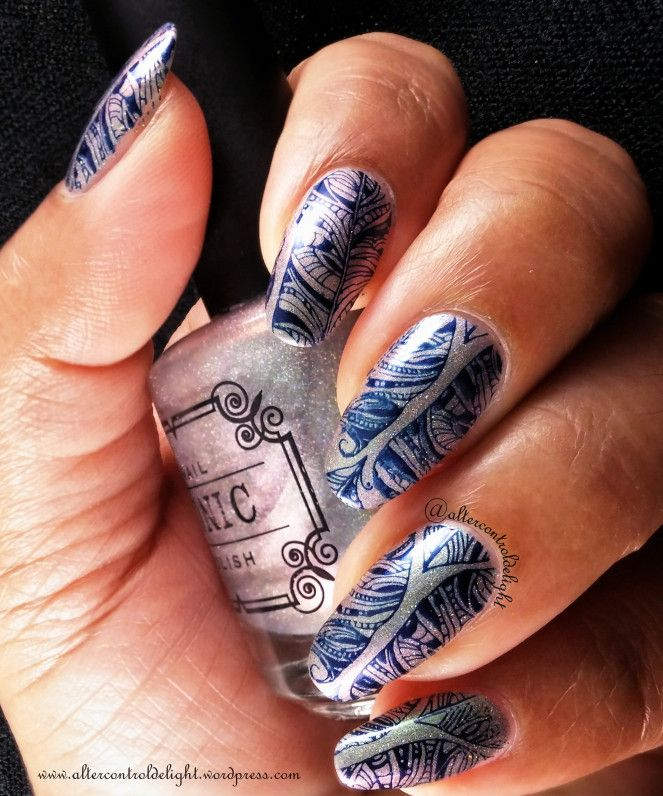 NOTW: Feathers in Ink  #nail #nailart #multichrome #nailstamping #creativeshop #feather #feathernails #tonicpolish #greenglow #lumichrome #aengland #queenofscots