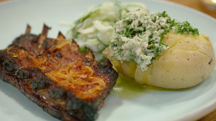 Op reis met Chris Van Espen: Honingribbetjes met gepofte aardappel met kruidenboter   VTM Koken